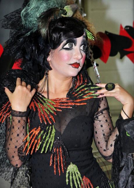 sao viet hoa trang le halloween